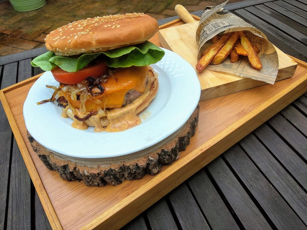 hamburguesa casera, terminada, foto entrada