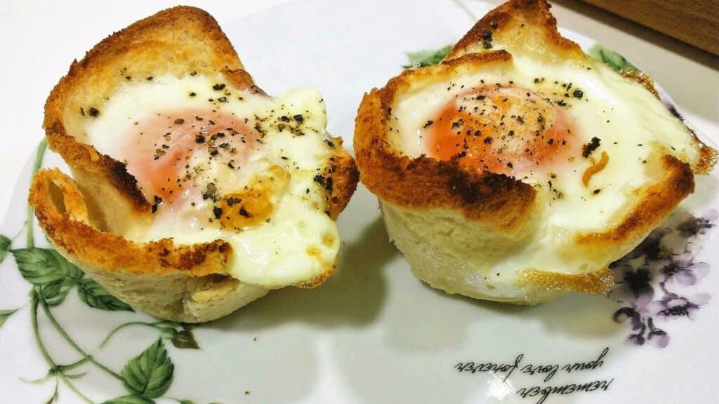 Nidos de huevos rellenos, plato terminado, foto entrada