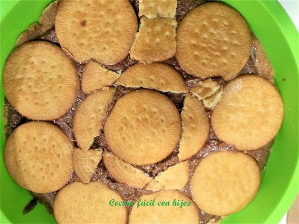 tarta de chocolate con galletas capa de galletas bañadas en leche