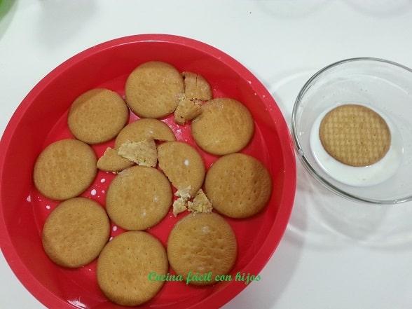 tarta de chocolate, mojando galletas en leche