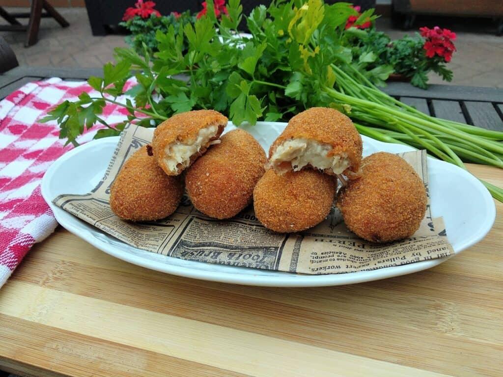 Croquetas de cocido hechas, presentación entrada
