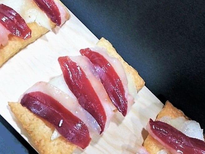 tosta de jamón de pato, plato presentación receta