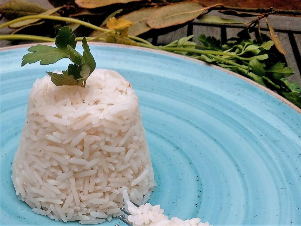 cocer arroz blanco plato terminado