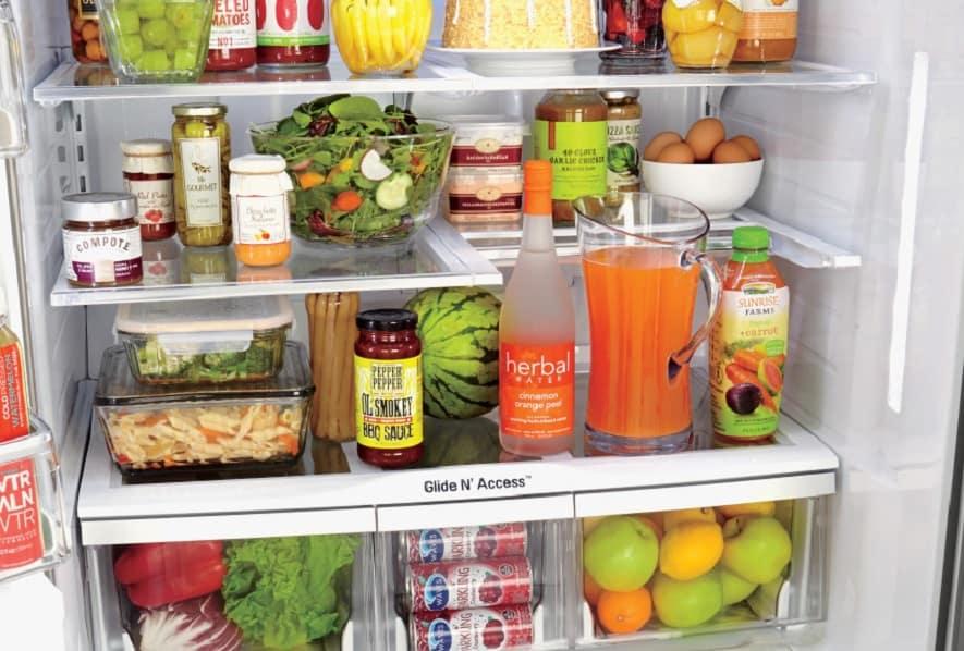 ensalada de chucrut guardad en taper en frigorifico