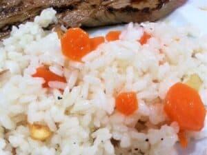 arroz blanco como guarnición hecho