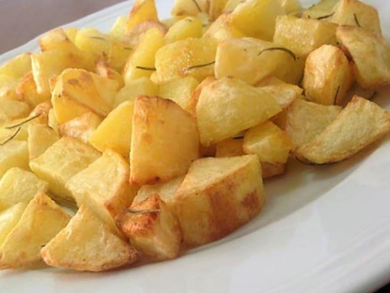 caldereta de cordero extremeña patatas fritas en cuadraditos