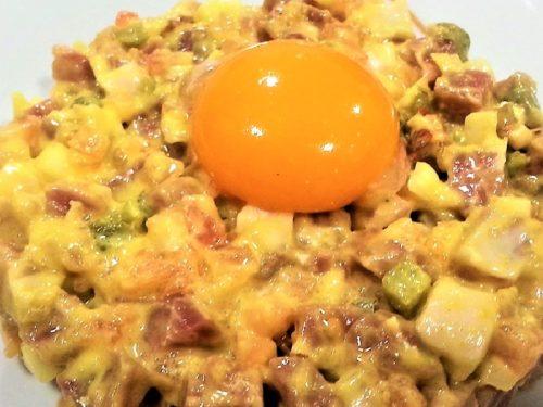 Tartar de jamón con huevo curado