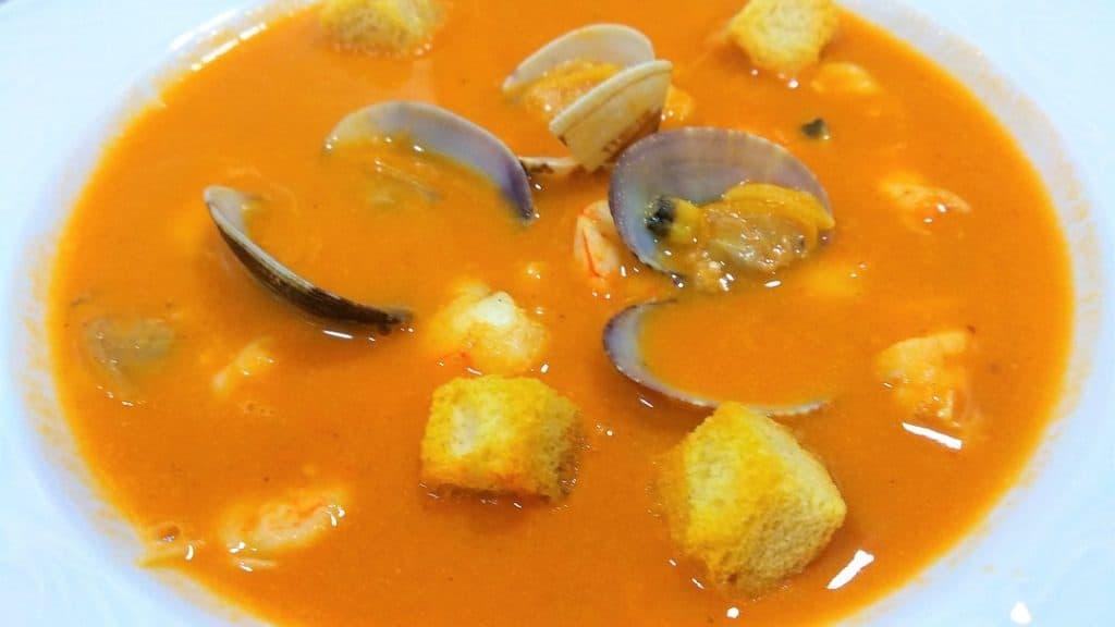 sopa de pescado plato hecho