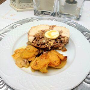Pollo relleno al horno, receta castellana.