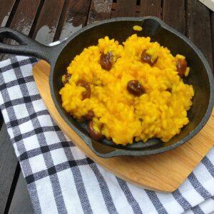 Arroz al curry con piñones y pasas