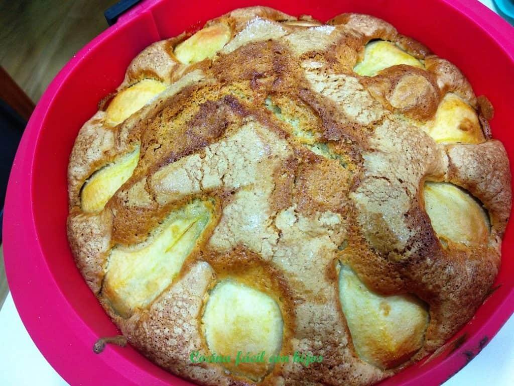 tarta de peras fuera del horno
