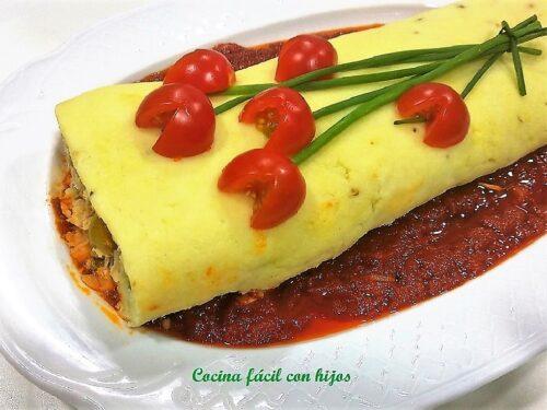 Brazo de patata relleno de atún, con salsa Arrabiata