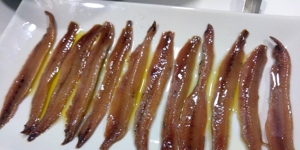 como hacer anchoas en salazon, plato presentación