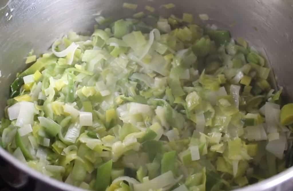 Vichyssoise, pochando los puerros y la cebolla