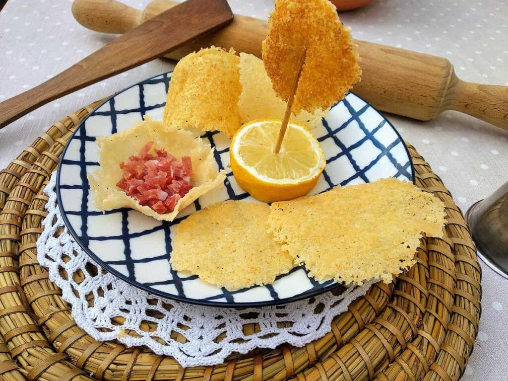 Crujiente de queso, plato terminado entrada